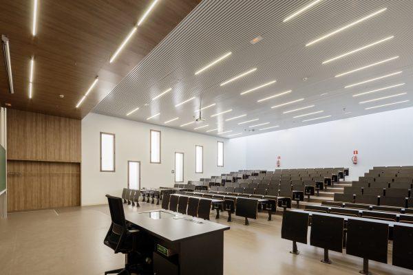 تاثیر روشنایی LED در نورپردازی کلاس درس