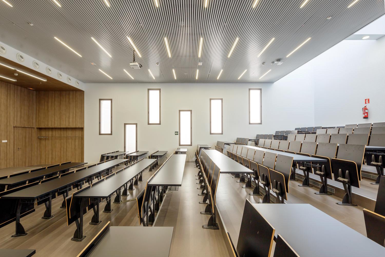 مقایسه لامپهای LED با سایر محصولات نورپردازی کلاس درس