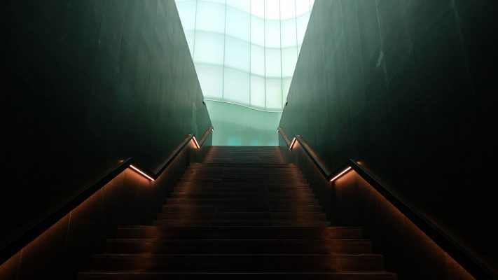 نورپردازی خلاقانه راه پله